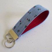 Wristlet key fob with flowers
